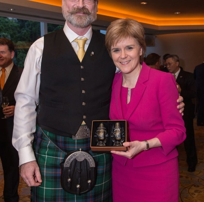 Scottish First Minister Receives Special Glencairn Glasses in China
